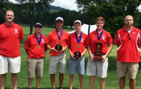 Midland's golf team ends the season with smiles