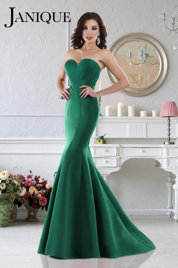 The+%22mermaid%22+style+is+flattering+on+many+body+shapes.