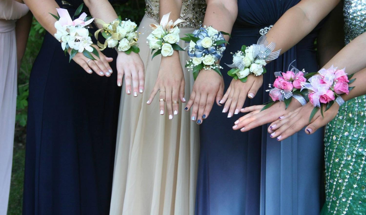 Corsages%2C+along+with+bouquets+and+boutineers%2C+can+add+to+your+look+and+the+fun+of+homecoming%2Fprom+night.