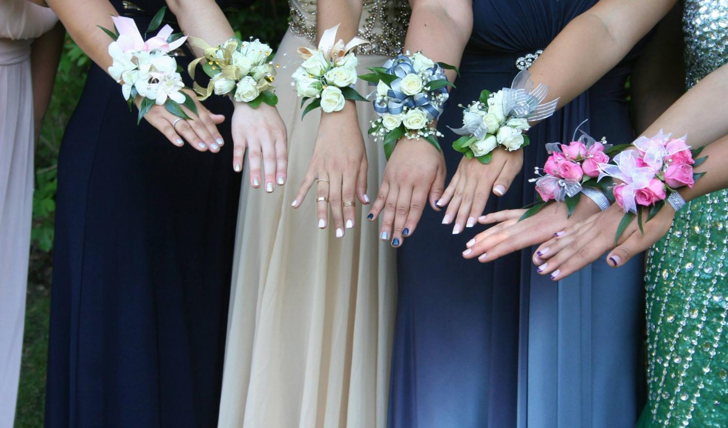 How to find the perfect homecomingprom flowers the medieval times corsages along with bouquets and boutineers can add to your look and the fun izmirmasajfo