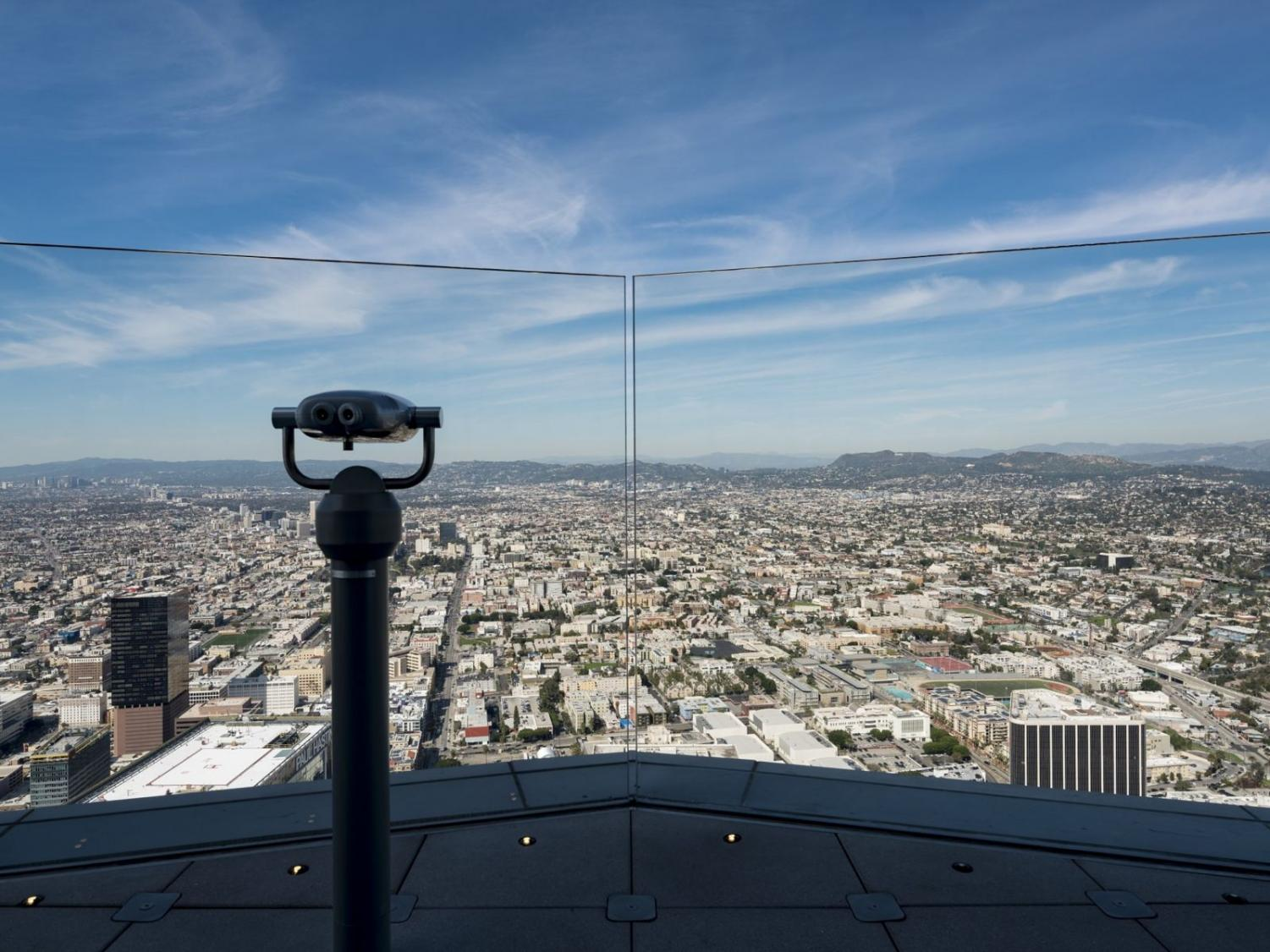 https://www.discoverlosangeles.com/things-to-do/oue-skyspace-la